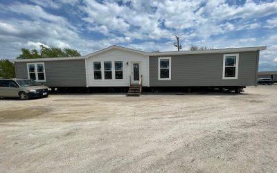 2021 Deer Valley Avonlea — 32'x80′ — 3 bedroom, 2 bath
